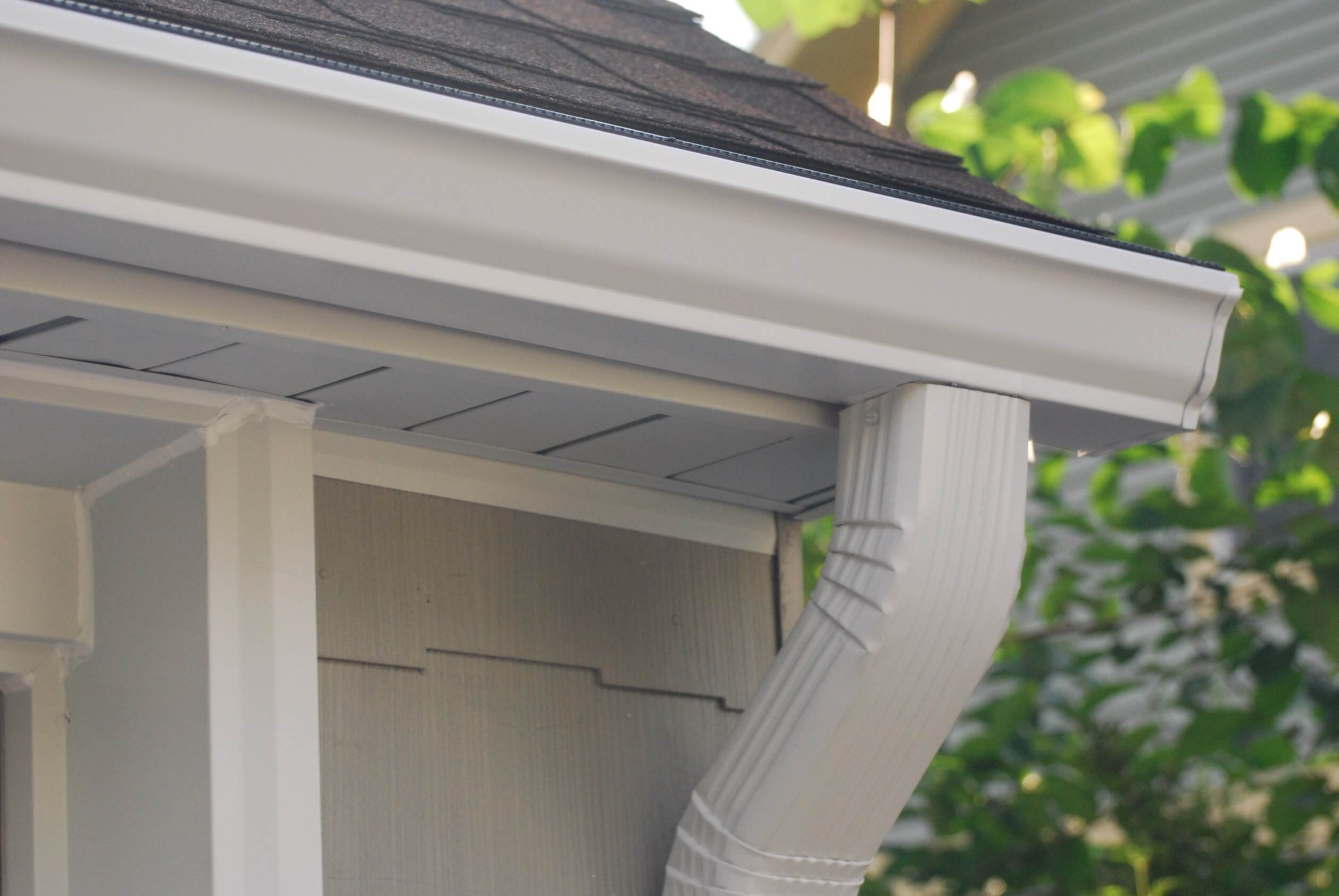 Blog gutter installation in amarillo new vision exterior solutions the difference between seamless gutters versus regular gutters solutioingenieria Images